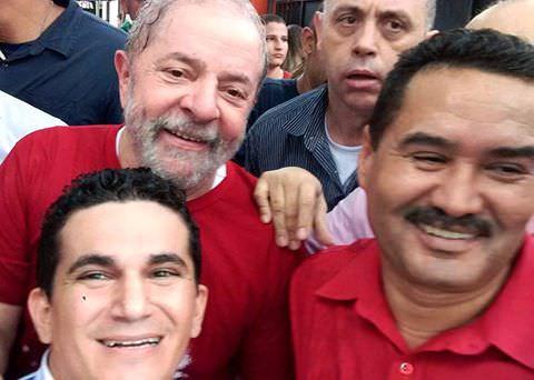 Deputado Moisés Braz esteve com o ex-presidente na Praça do Ferreira