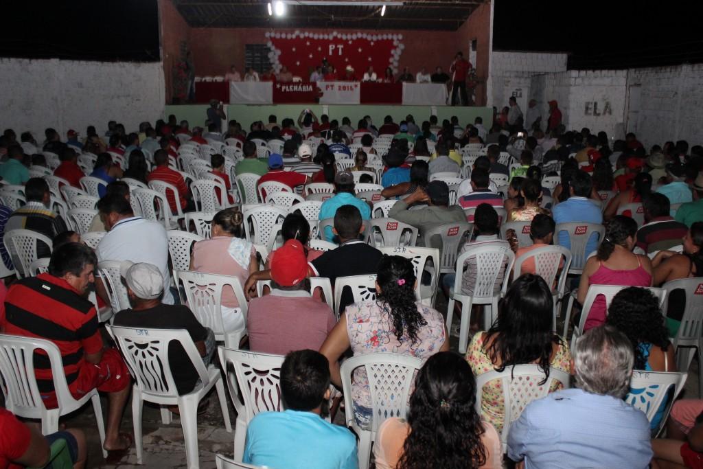 Centenas de pessoas estiveram na plenária do PT em Palhano