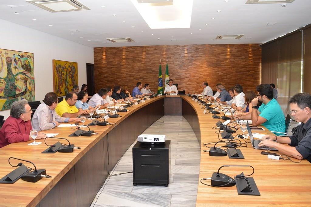 Fetraece reunida com o governador Camilo Santana e seus secretários